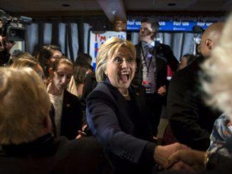 Reuters-Clinton-Shakes-Hands